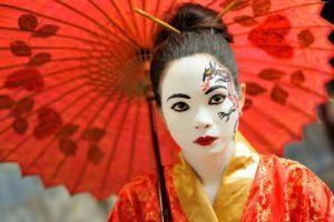 Woman wearing dramatic Japanese style make up