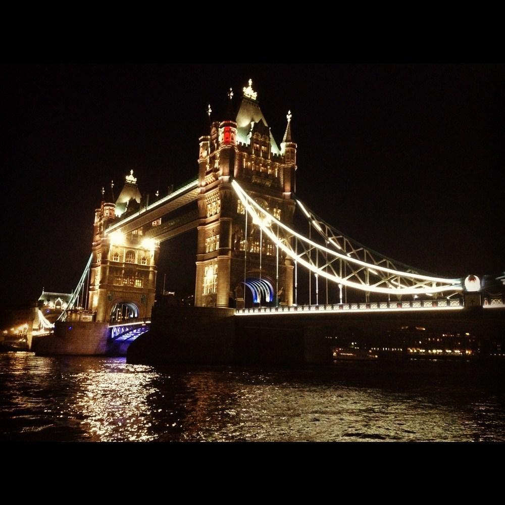Tower Bridge về đêm
